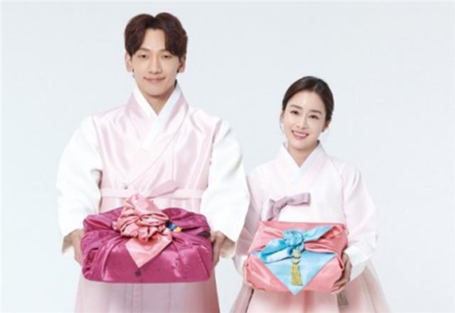 Rain金泰希夫妇合体拍写真,身穿传统韩服,表现甜蜜又温馨